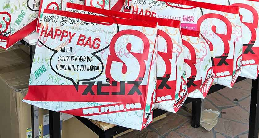 "Experts are speculating that ""Fukubukuro bags"" can revive the retail sector"